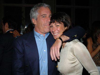 Jeffrey Epstein y Ghislaine Maxwell en Nueva York en marzo de 2005.