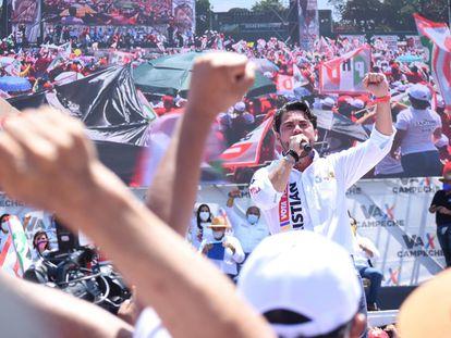 Christian Castro Bello durante su cierre de campaña en la ciudad de Campeche.