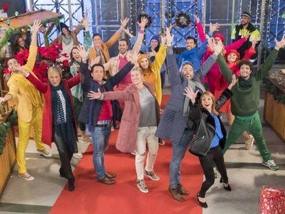 Raphael y 'First Dates' con gorros de Papá Noel: esto fue lo mejor y lo peor de la tele esta Nochebuena