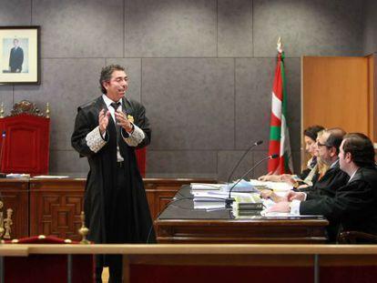 El titular de Mercantil uno de Bilbao, Marcos Bermúdez, durante  la vista previa del caso de la deuda subordinada de Eroski, Fagor y BBVA.