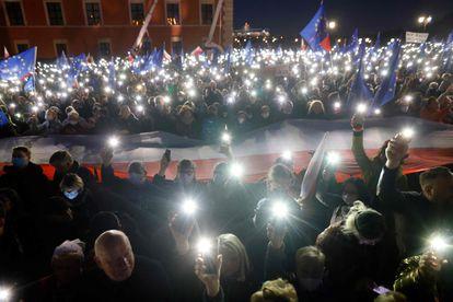 Manifestación europeísta en la plaza del Castillo de Varsovia, el pasado domingo.