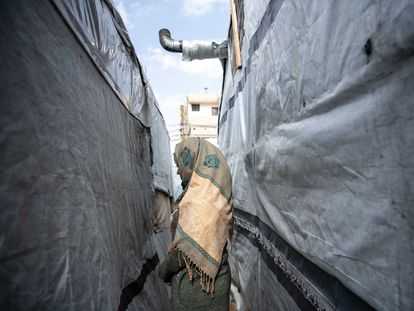 La refugiada siria Neila Zubur, de 14 años, tras contraer un matrimonio concertado en un asentamiento informal de Arsal.