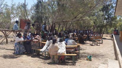Representantes de Meja-Lalu, en una reunión comunitaria.