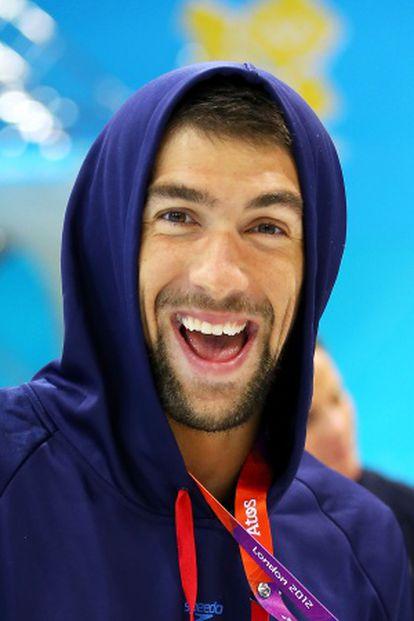 Phelps, feliz, tras una sesión de entrenamiento en la piscina olímpica de Londres.