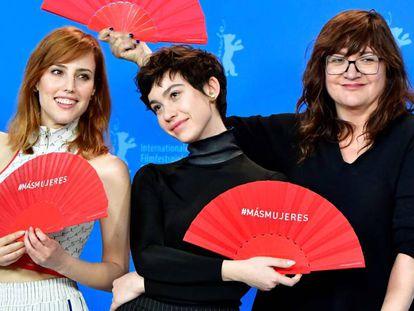 Desde la izquierda, Natalia de Molina, Greta Fernández e Isabel Coixet, en la Berlinale. En vídeo, el tráiler de la película.