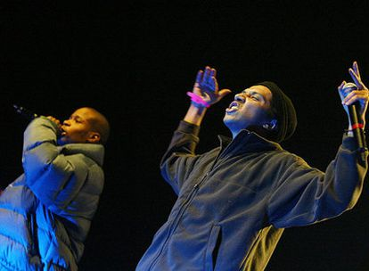 Hamé, derecha, en un concierto de su banda La Rumeur en París.