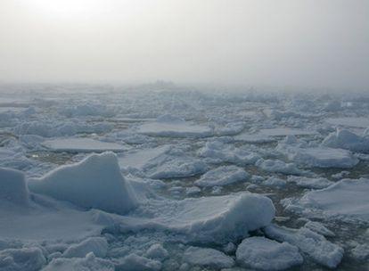 La niebla sobre el Ártico helado.