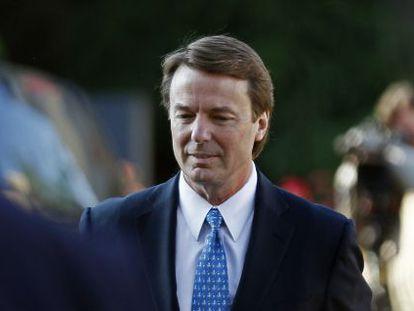 El excandidato demócrata, John Edwards, a su llegada al tribunal.