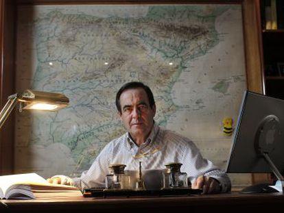 El exministro de Defensa José Bono, fotografiado en su despacho, en su casa de Olías del Rey (Toledo) en 2012.