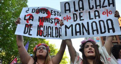 Manifestantes durante la marcha contra la sentencia de La Manada, el pasado viernes en Madrid.