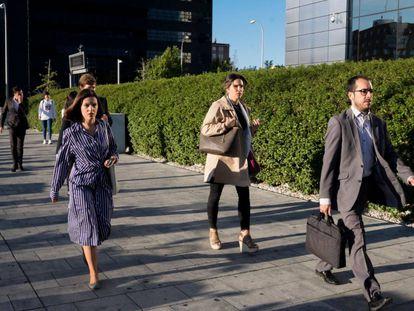 Trabajadores de las Cuatro Torres de Madrid en una foto de octubre de 2019.