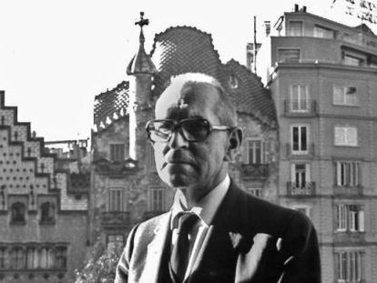 El pes de Rosselló-Pòrcel en la vida de Salvador Espriu és allò que, d'alguna manera, novel·la Alzamora.