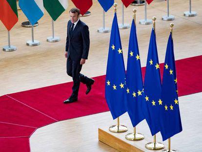 El presidente Macron llega a la cumbre de Bruselas, este domingo.