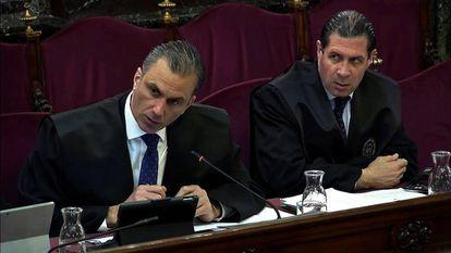 Javier Ortega Smith (i), y Pedro Fernández (d), durante el juicio del 'procés'.