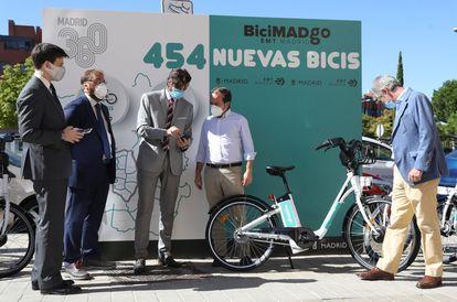 La EMT lanza un nuevo servicio de bicicletas eléctricas sin base fija, que estará disponible al 50% desde mañana.