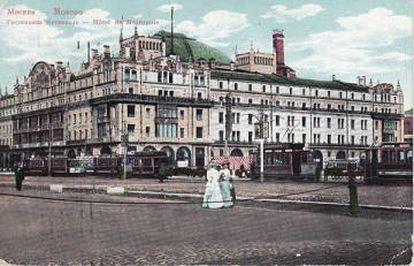 Postal del hotel ruso Metropol, en el que vive el protagonista de la novela.