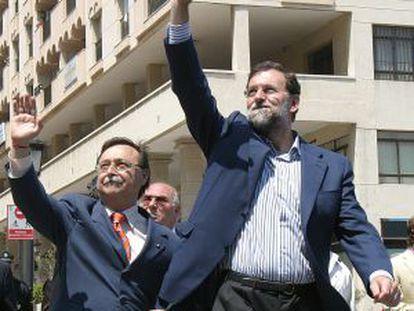 El presidente de Ceuta, Juan Jesús Vivas, y el presidente del PP, Mariano Rajoy, en Ceuta en 2007.