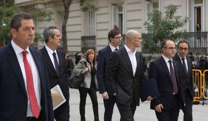 Los exmiembros del Govern Joaquín Forn, Meritxell Borrás, Raül Romeva, Jordi Turull  y Josep Rull a su llegada a la sede de la Audiencia Nacional.