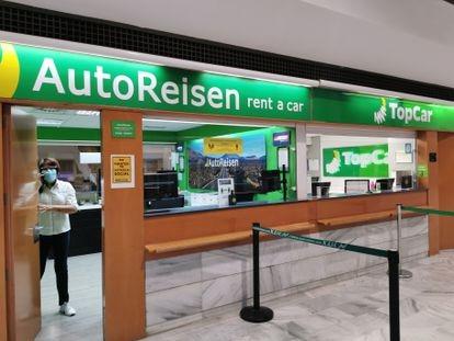 Mostrador de la empresa de 'rent a car' AutoReisen en el aeropuerto de Lanzarote.