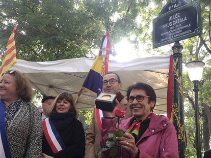 La hija de Neus Català, Margarita Català, interviene en el homenaje a su madre en París.