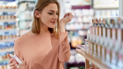 En los últimos meses, las tendencias en perfumes apuntan a las fragancias refrescantes y sencillas.