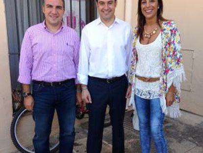 Elías Bendodo, Juan Manuel Moreno y María Paz Fernández, en Ronda.