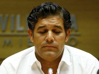 Agustín Juárez, dimitiendo como alcalde de Villalba tras su imputación en Púnica.