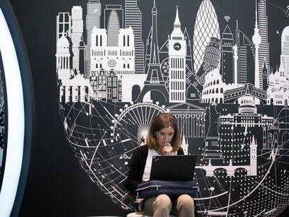 Una joven en el congreso de smart cities de noviembre.