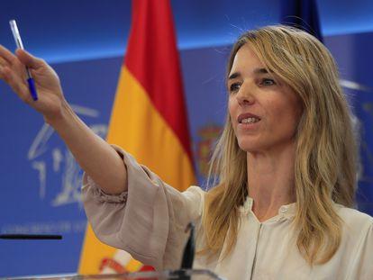 La portavoz parlamentaria del PP, Cayetana Álvarez de Toledo, durante la rueda de prensa que ha ofrecido tras la reunión de la junta de portavoces, este martes en el Congreso.