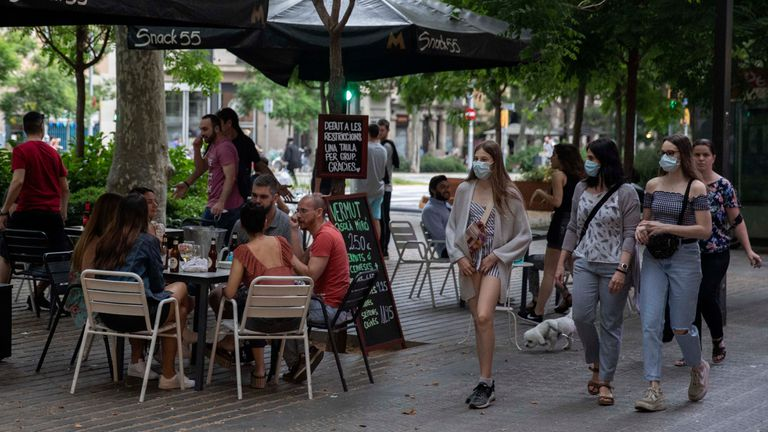 Aspecto que ofrece una terraza de Barcelona en la fase 1 del desconfinamiento.