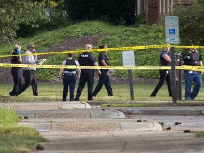 El presunto autor del ataque trabajaba en las dependencias del Ayuntamiento y ha fallecido por los disparos de los agentes. Hay cuatro heridos