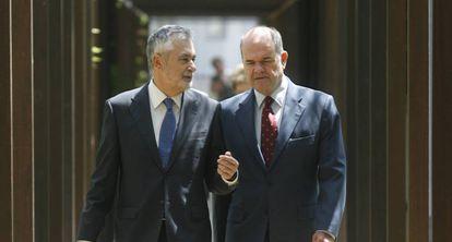 Griñán y Chaves, en una foto de archivo.