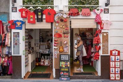 Una tienda del centro de Sevilla el 7 de abril.