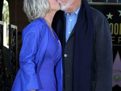 Helen Mirren y su esposo ayer en Los Ángeles.