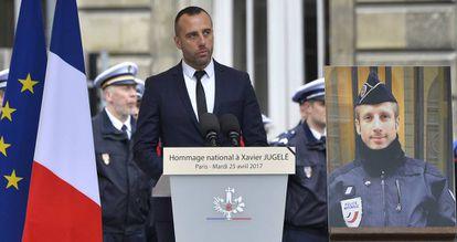 Etienne Cardiles, en el acto de recuerdo a su pareja, Xavier Jugele, el 25 de abril.