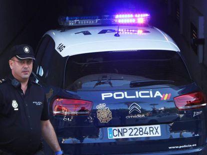 Vehículo en el que ha sido trasladado al juzgados el presunto asesino de una mujer en Orihuela.