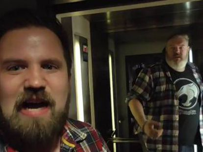 Kristian Nairn, actor que interpreta a Hodor en  Juego de tronos , participa en un gag del cómico Turps