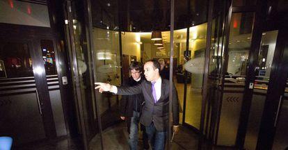 Carles Puigdemont sale del hotel Chambord en Bruselas.