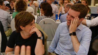 Soraya Sáenz de Santamaría y Pablo Casado durante la cena del Grupo Popular en Madrid.