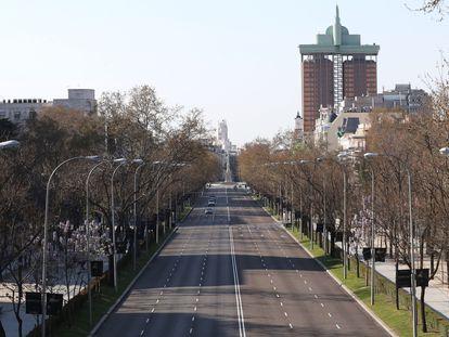 El paseo de la Castellana de Madrid sin tráfico, este sábado.