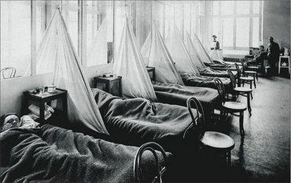Soldados estadounidenses afectados por la gripe española de 1918 en un hospital de campaña del ejército de EE UU en Francia.