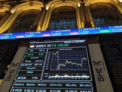 Pantalla que muestra la evolución del Ibex 35 en la Bolsa de Madrid.