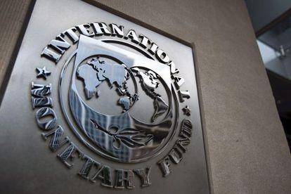 Logotipo del Fondo Monetario Internacional en su sede en Washington.