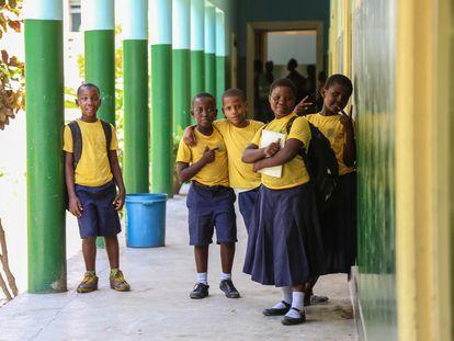 Escuela primaria Zanaki en Dar es Salaam, Tanzania. Abrió en 1957, tiene 1.167 estudiantes y el 54% son niñas.