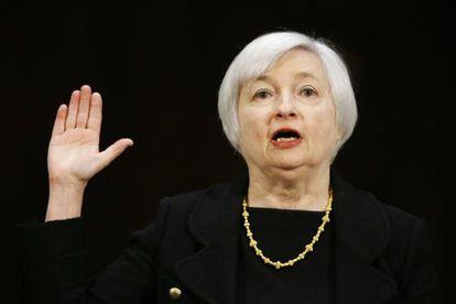 Janet Yellen, futura presidenta de la Reserva Federal, jura ante la comisión del Senado.