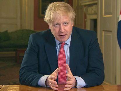 El primer ministro del Reino Unido, Boris Johnson, se dirige a los británicos este lunes en un mensaje televisado.