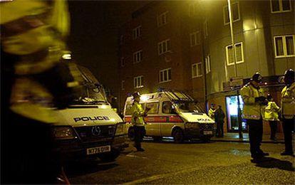 Un policía británico, esta mañana frente a la mezquita de Finsbury Park.