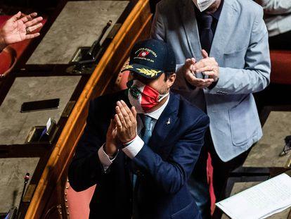 Matteo Salvini, con una gorra de la Guardia Costera italiana, este jueves en el Senado.