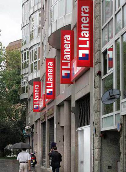 Fachada de la inmobiliaria Llanera, azotada por la crisis.