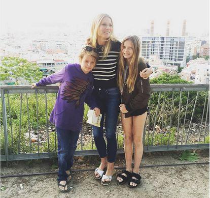 Gwyneth con sus hijos, Moses y Apple, de vacaciones en Barcelona.